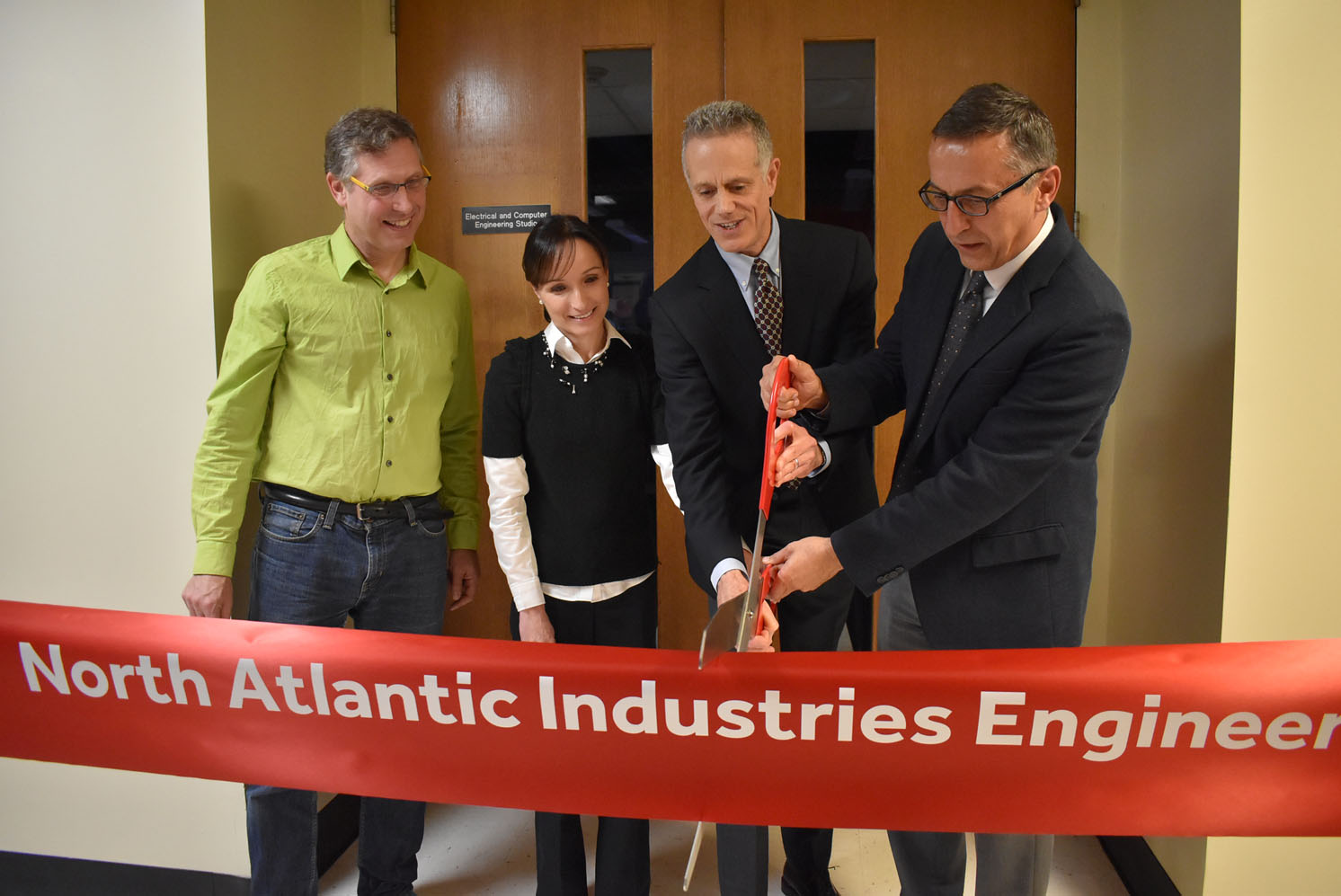 The College of Engineering and Applied Sciences Opens North Atlantic Industries Engineering Teaching Lab
