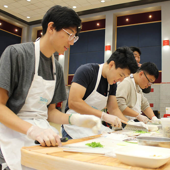 Students participating in Teaching Kitchen at the Food Expo