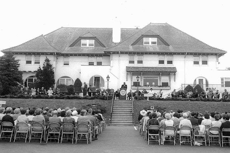 The first commencement ceremony in 1967.