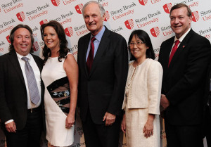 (Left to right): Richard Gelfond, Chairman of the Stony Brook Foundation Board of Trustees, Peggy Gelfond, Alan Alda, Ellen Li, and President Samuel L. Stanley Jr., MD.