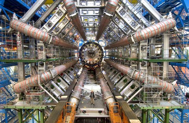 ATLAS Experiment © 2015 CERN