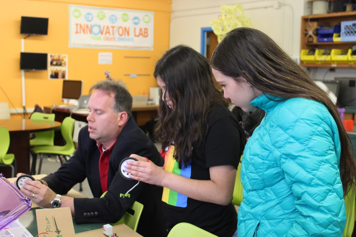 Innovation Lab Director David Ecker works with students.